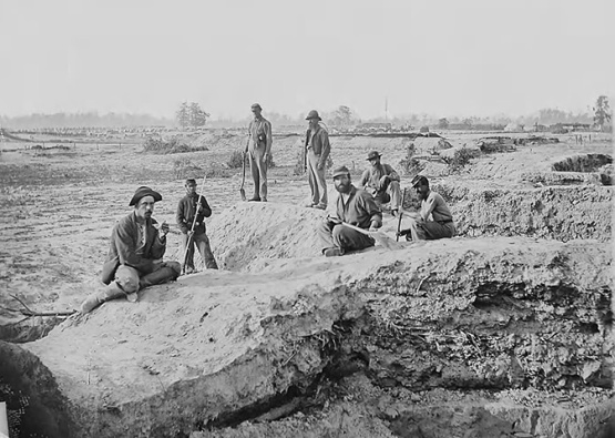 A detail of soldiers working on breastworks (Library of Congress)